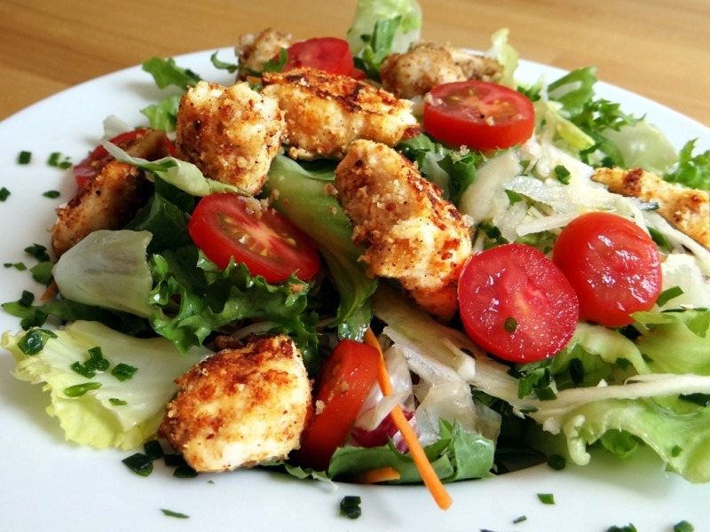 Hähnchenbrust mit Tropic Panade und Salat