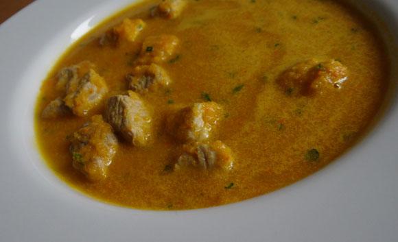 Feine Kokosmilch mit proteinreicher Hühnerbrust