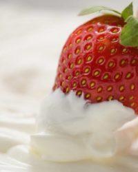 Rezept für Vanille-Quark Speise mit Erdbeeren