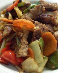 Wok Gemüse mit Schweinefleisch