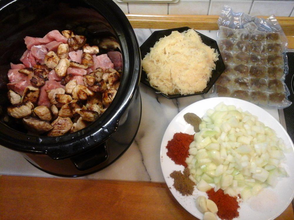 Szegediner Gulasch im Slow-Cooker gesund und Low-Carb