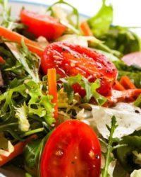 Rezept für Bunter Rucola Salat mit Schafskäse und Hirschfleisch