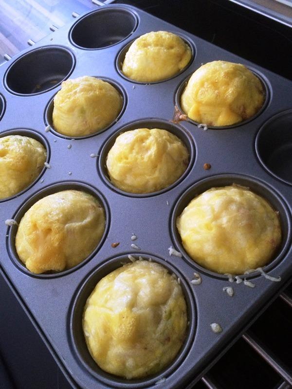 low carb eier muffins ein schnelles low carb rezept. Black Bedroom Furniture Sets. Home Design Ideas