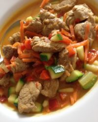 Schweinefilet auf Gemüsebett Wok-Rezept