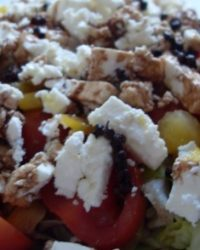 Bunter Salat mit Schafskäse und Szechuan Pfeffer