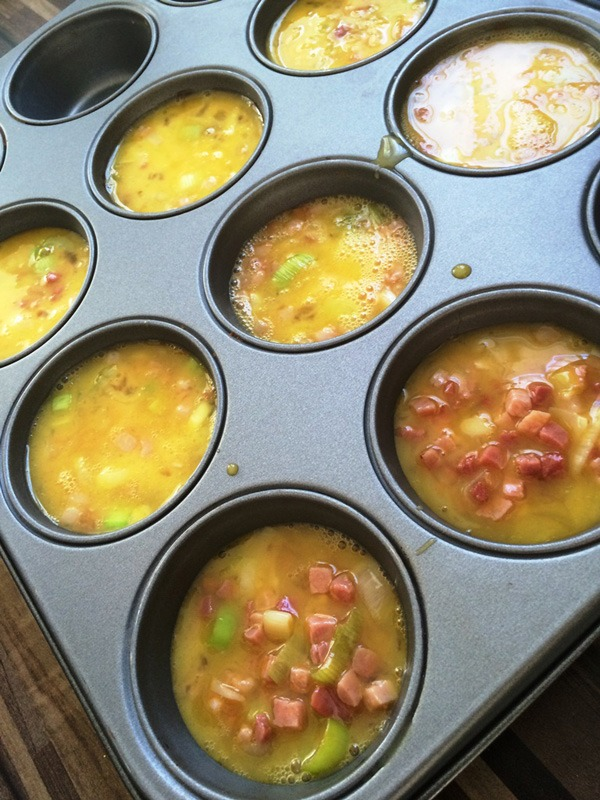 Muffins mit Speck vor dem Ofen