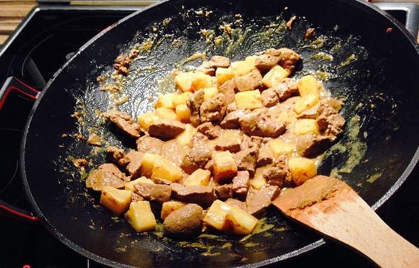 Low-Carb Wok Rezept: Feine Rinderleber mit Ananas