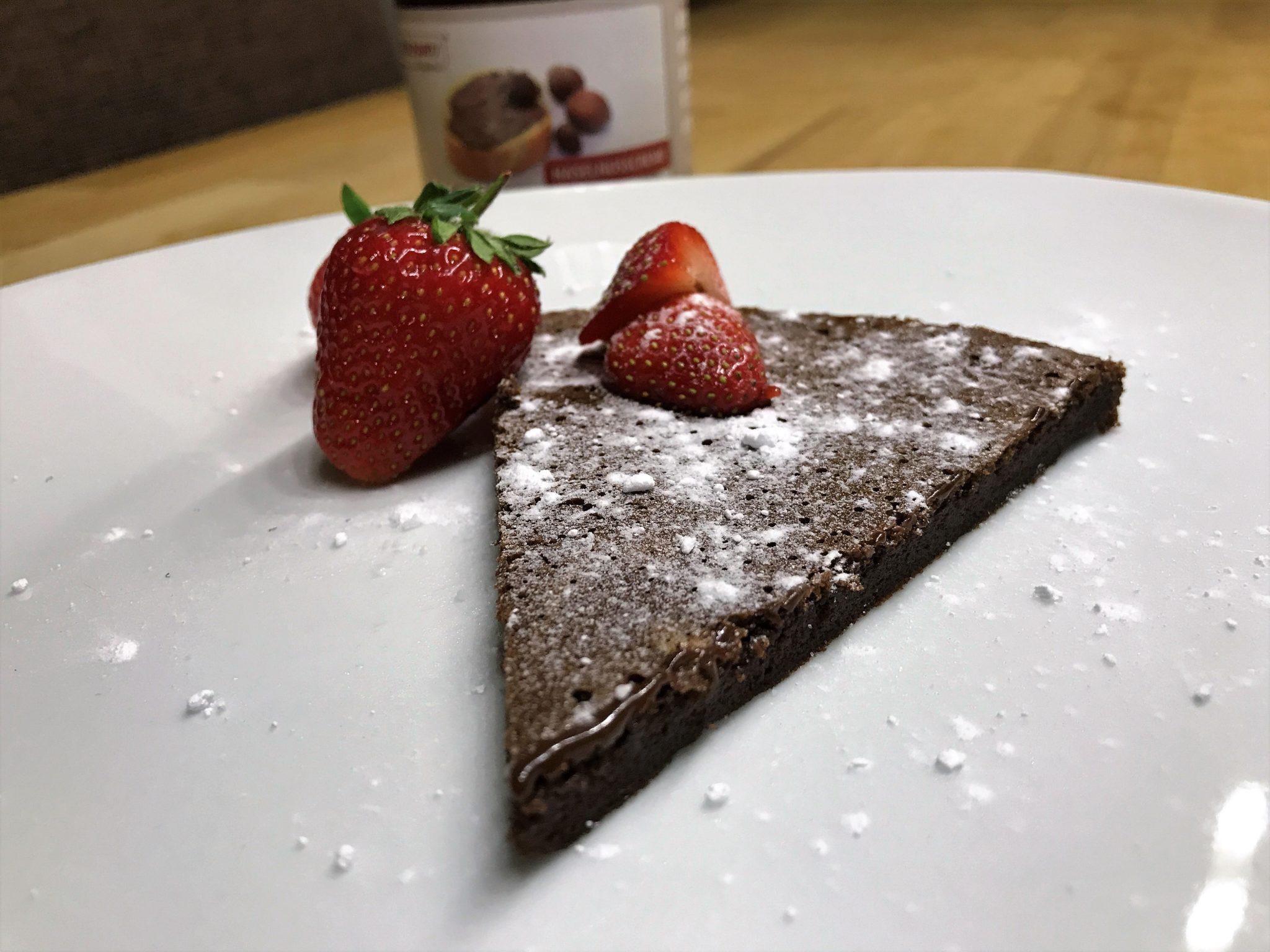 Haselnusscreme Kuchen mit zwei Zutaten