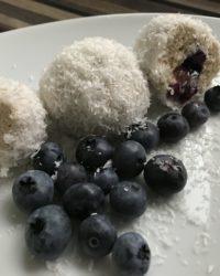 Protein Quark Bällchen mit Kokossflocken