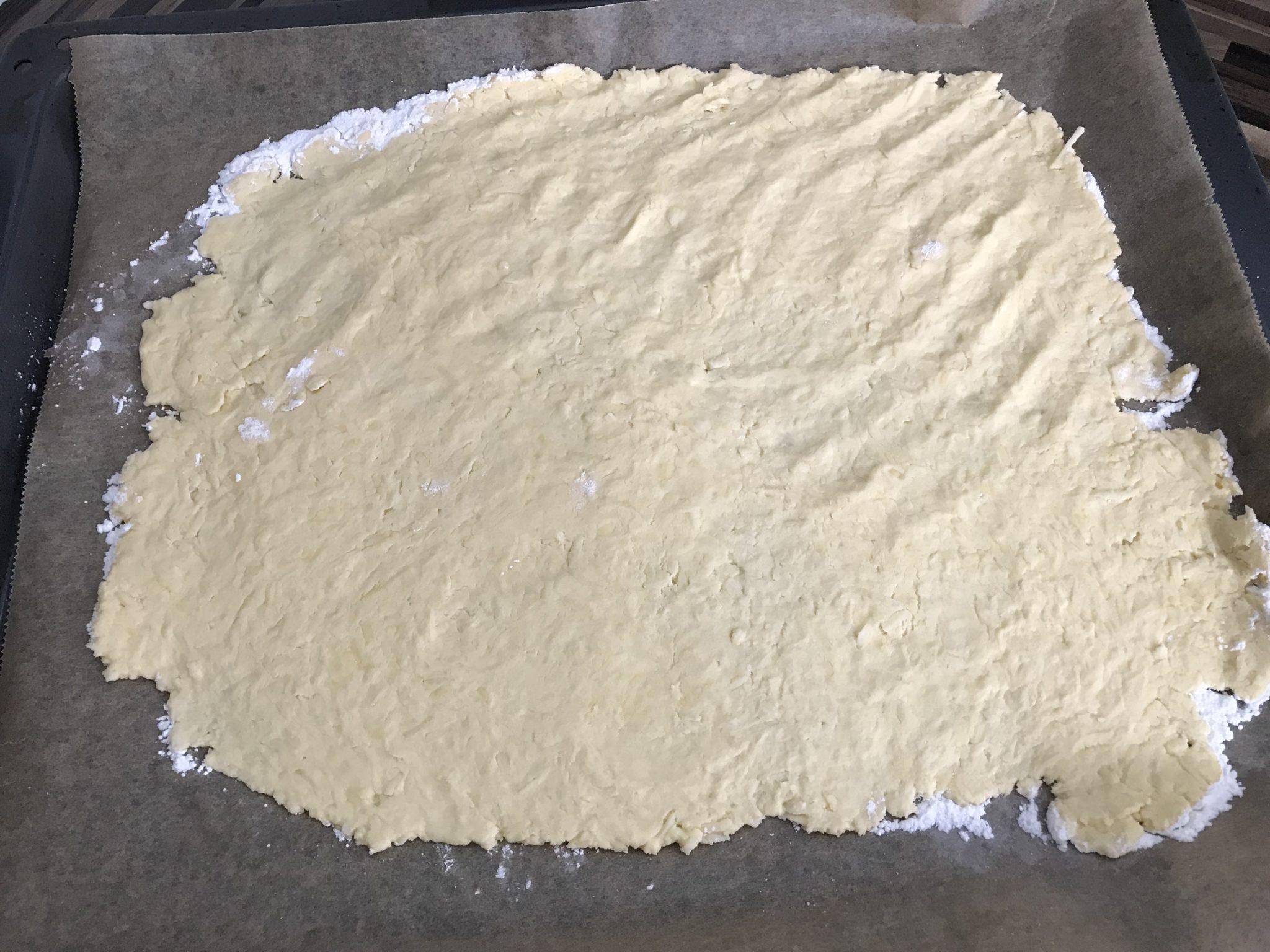Teig der ketogenen Pizza mit Bambusfasern