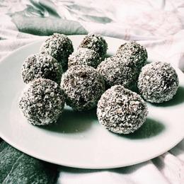 low carb weihnachts rezepte: Kokusnuss-Pralinen