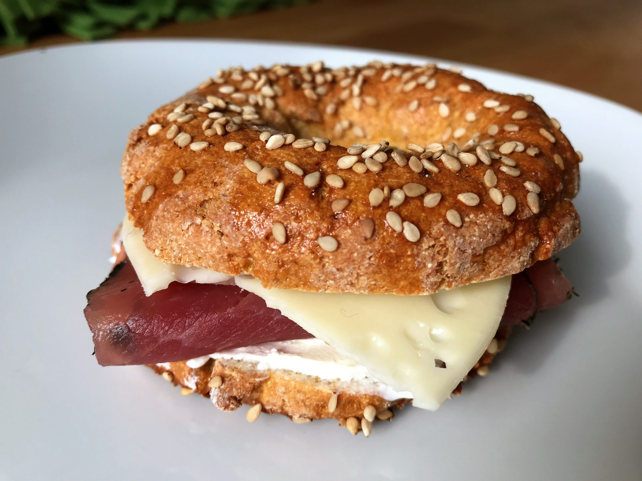 Leckere Low-Carb Bagels mit Mozzarella