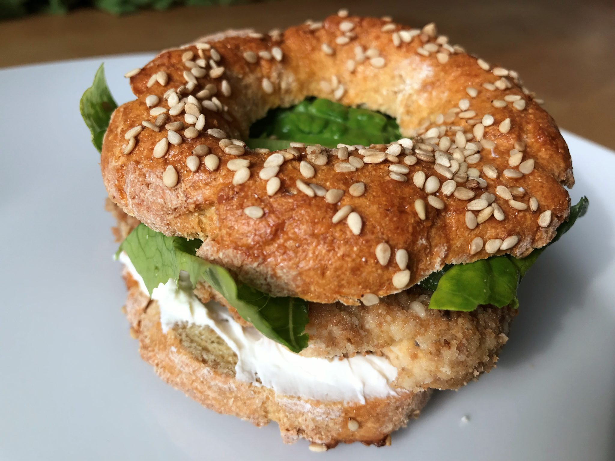 Low-Carb Bagels mit Mozzarella