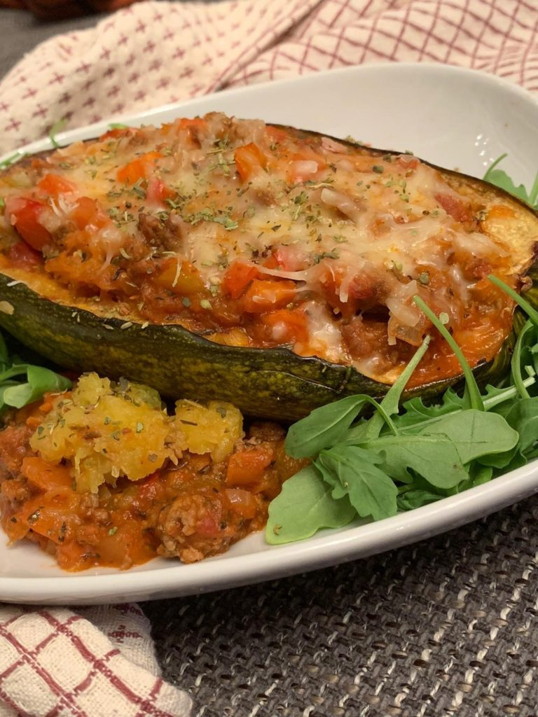 vegetarisch gefüllter spaghetti kürbis mit lupinenschrot