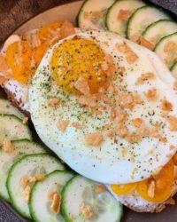 Rezept für Gebackenes Goldiges mit Ei und Crunchy Topping