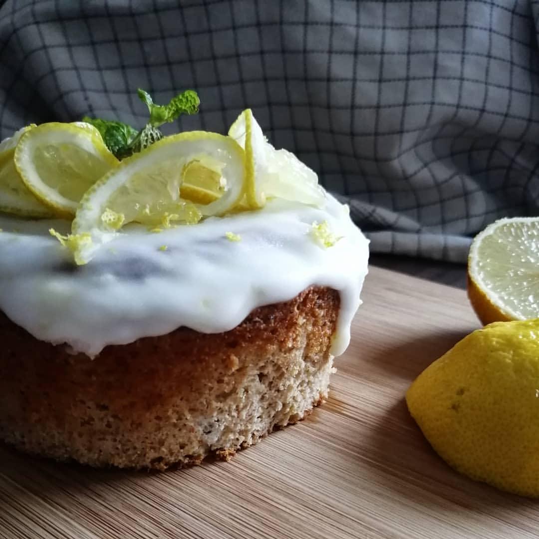 Fluffiger Protein Zitronenkuchen mit nur 2g Zucker zubereiten
