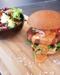 Rezept für Chili-Cheese Burger mit FeelingOK Buns