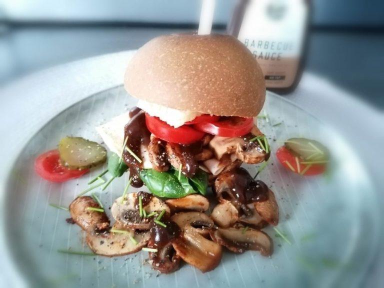 Zubereitung Frühstücks Burger mit FeelingOK Sandwich Brötchen
