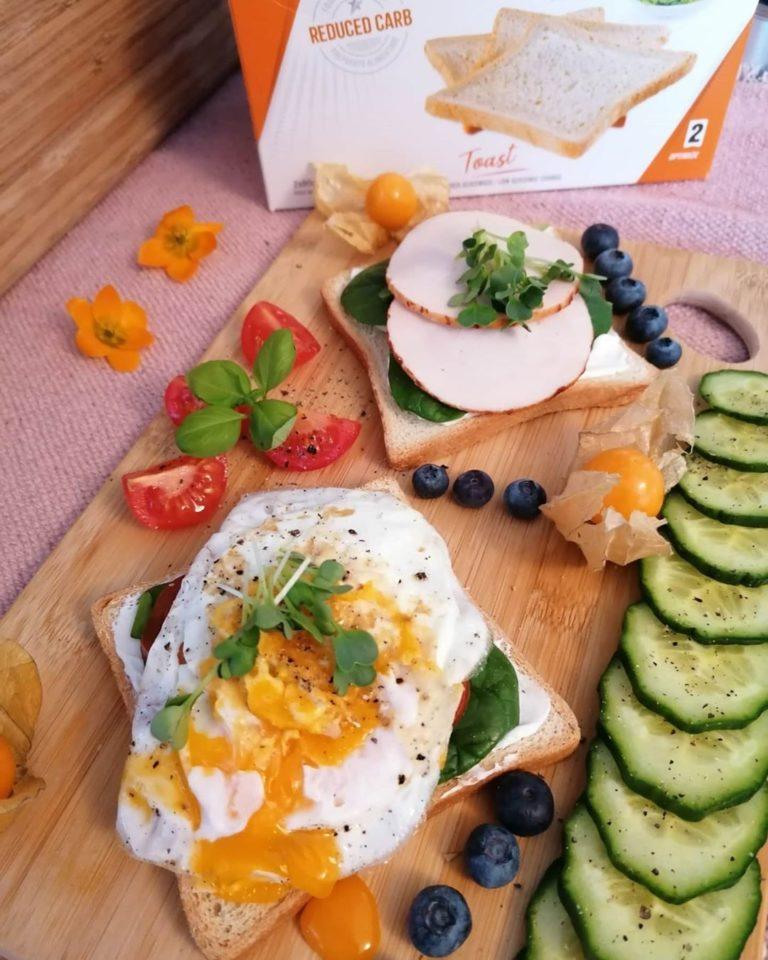 Zubereitung Hähnchen auf FeelingOK Toast mit Ei