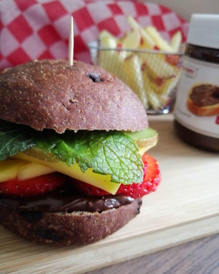 Rezeptbild Süßer Burger mit Kakao Sandwich Bun