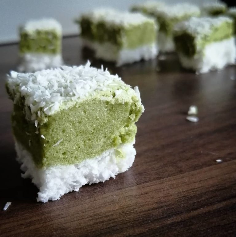 Rezeptbild Kokos Matcha Marshmellow Schnitten zuckerfrei