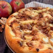 Rezept für Apfelkuchen mit karamellisierten Zimtnüssen